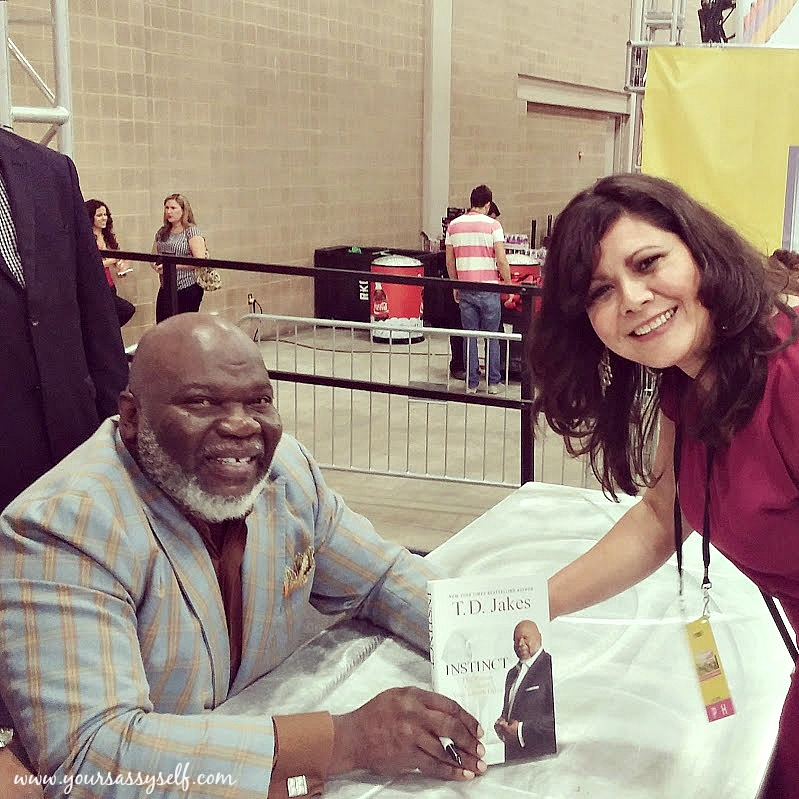 TD Jakes Signing my copy of Instinct-yoursassyself.com