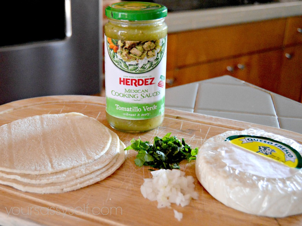 Ingredients to Entomatadas Verdes - yoursassyself.com