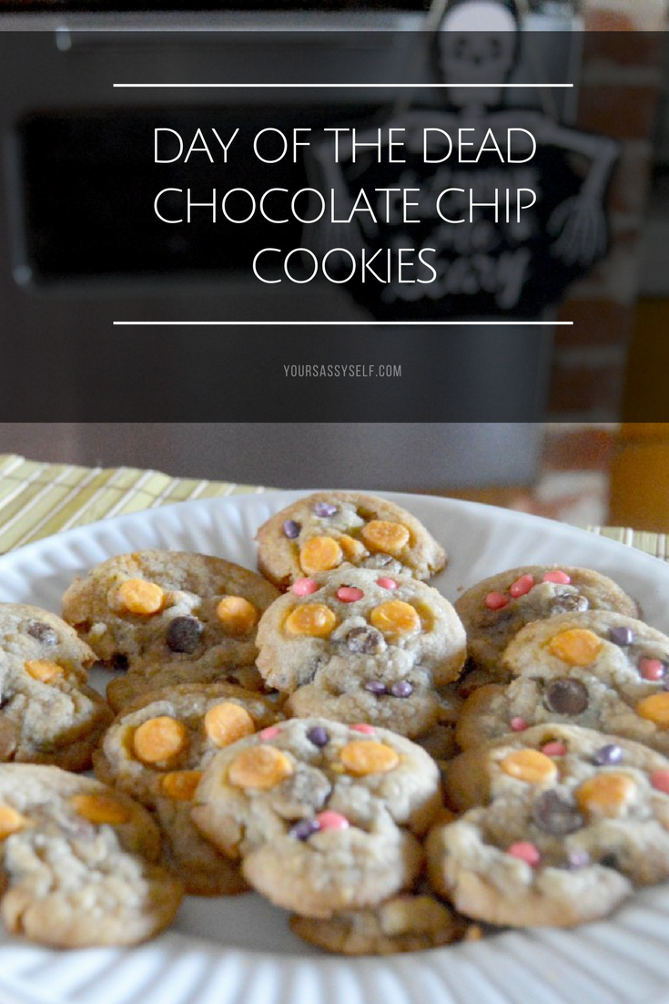 Day of the Dead Chocolate Chip Cookies - yoursassyself.com