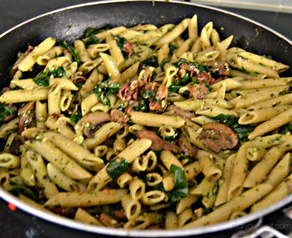 Bacon Mushroom Pesto Pasta - yoursassyself.com