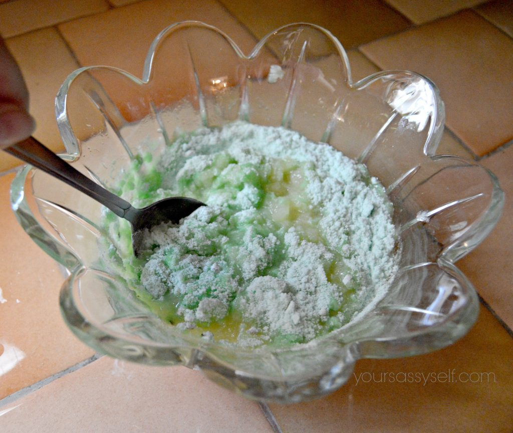 combining-pistachio-pudding-mix-and-crushed-pineapple-yoursassyself-com