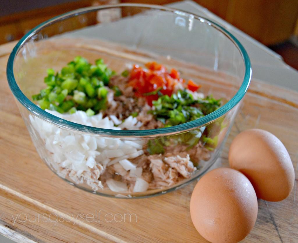 Diced veggies, tuna and two eggs - yoursassyself.com