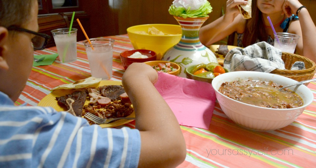 Kids eating at dinner table - yoursassyself.com