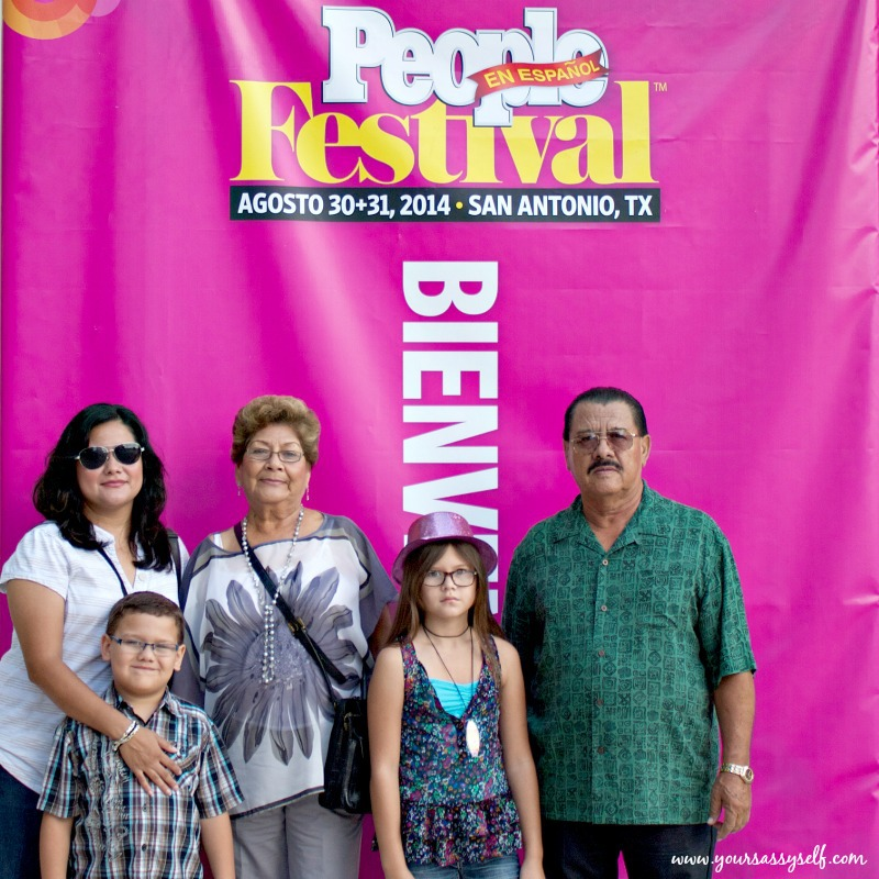 Mi Familia En Festival People-yoursassyself.com