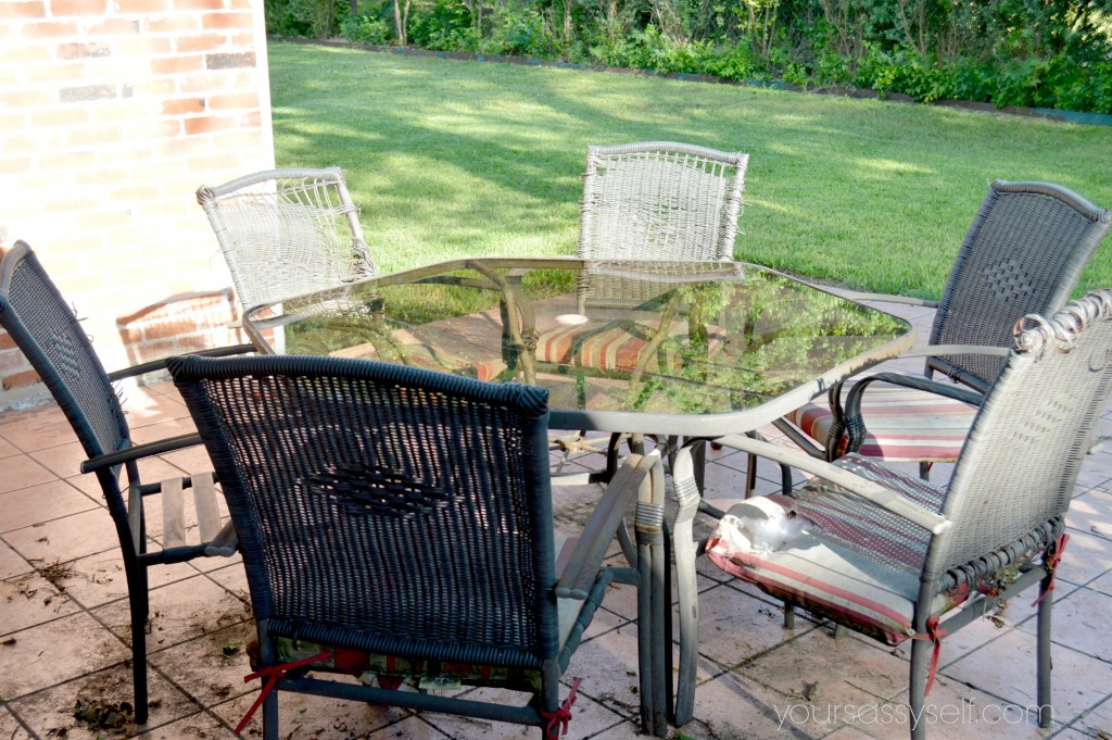 Dirty Old Patio Set - yoursassyself.com
