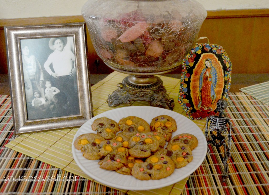 Day of the Dead altar with sugar skull chocolate chip cookies - yoursassyself.com