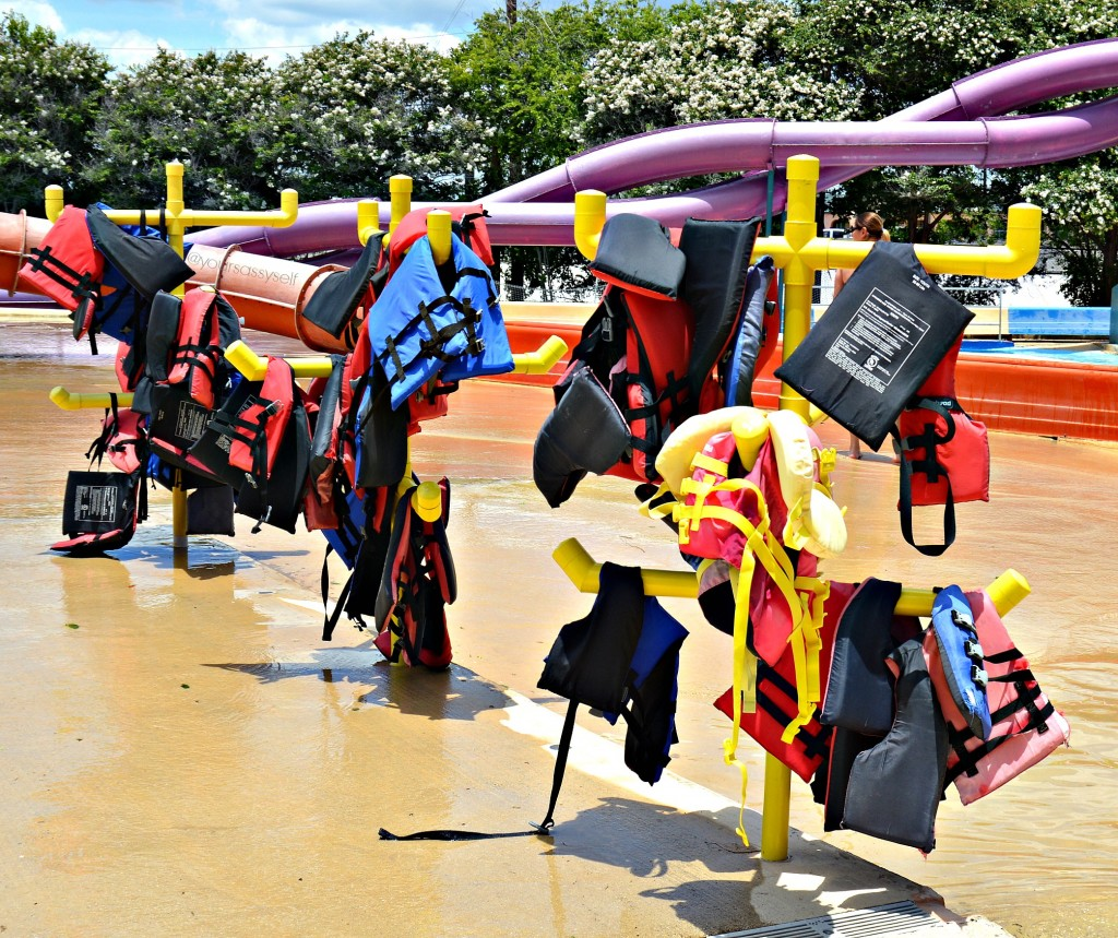 Splashtown Life Vest Tree - yoursassyself.com