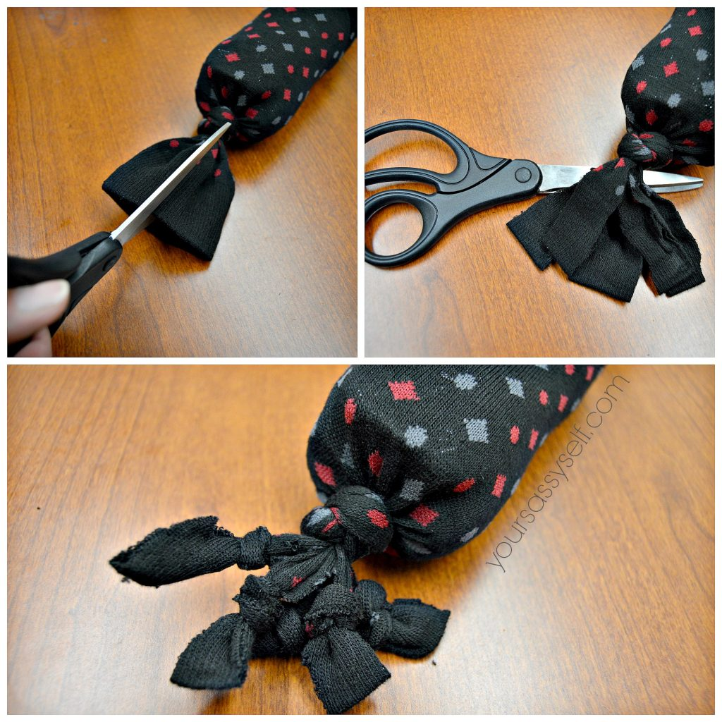 Crinkle toy strips into knots - yoursassyself.com