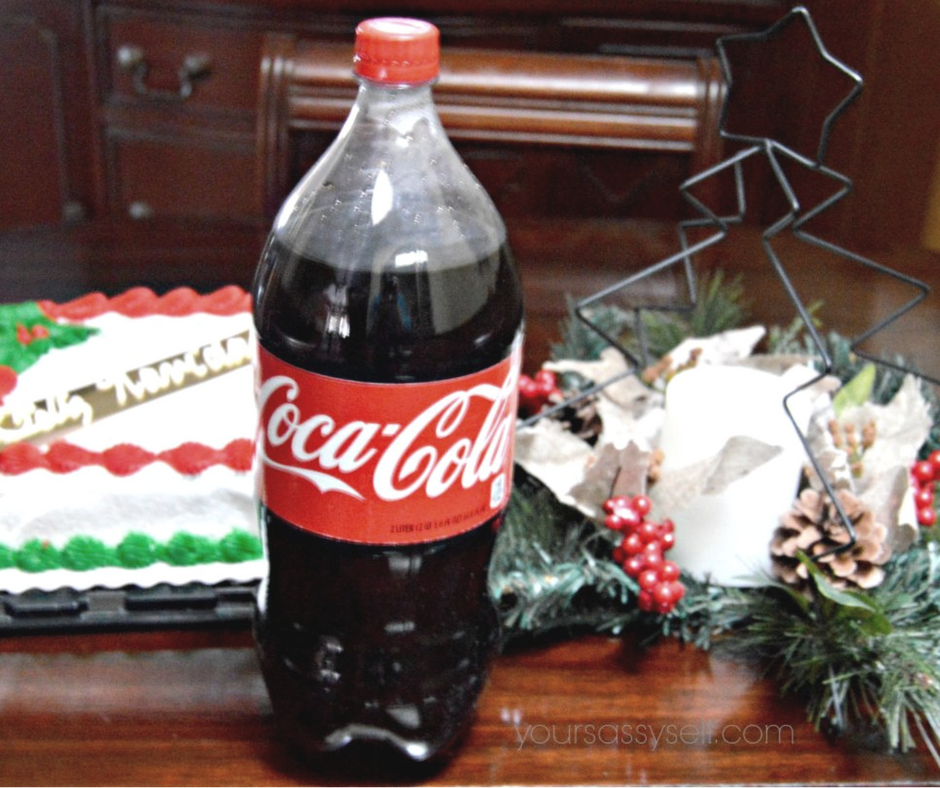 coca-cola-on-holiday-themed-table-yoursassyself-com