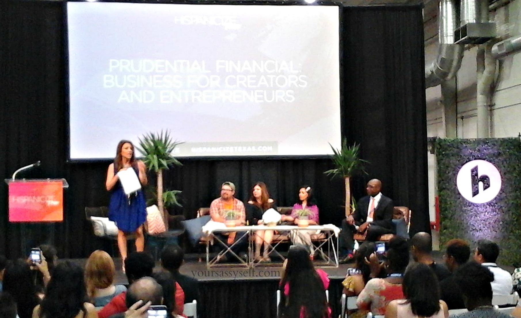 Lili Gil hosting Prudential Panel at HispzTX 2017 - yoursassyself.com