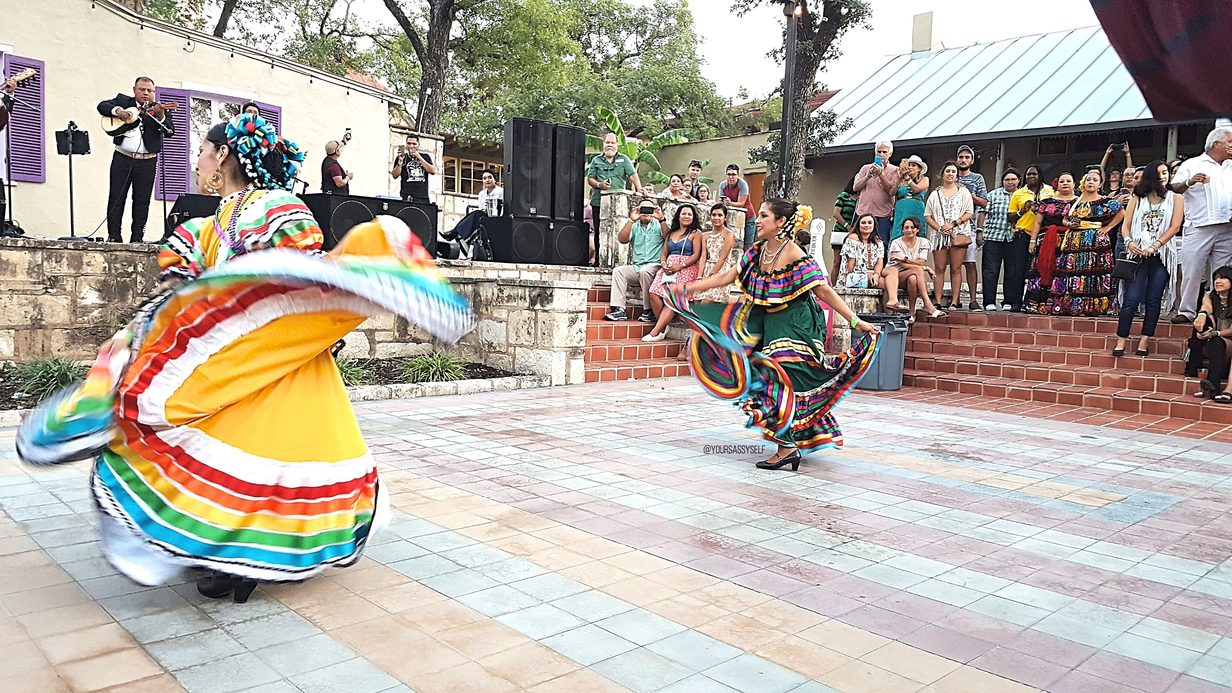 Folklorico Dancers - yoursassyself.com