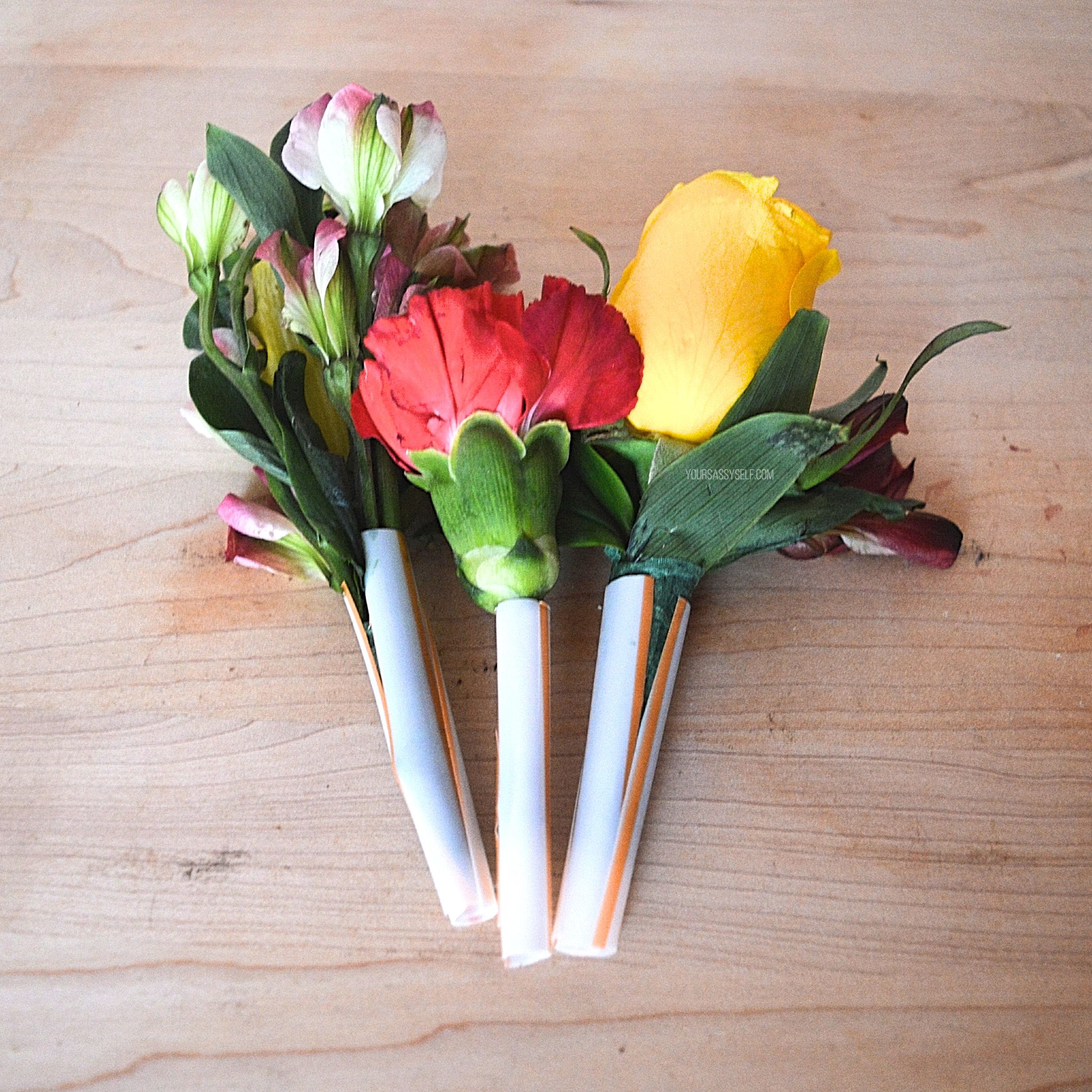 Summer flowers inside drinking straws - yoursassyself.com