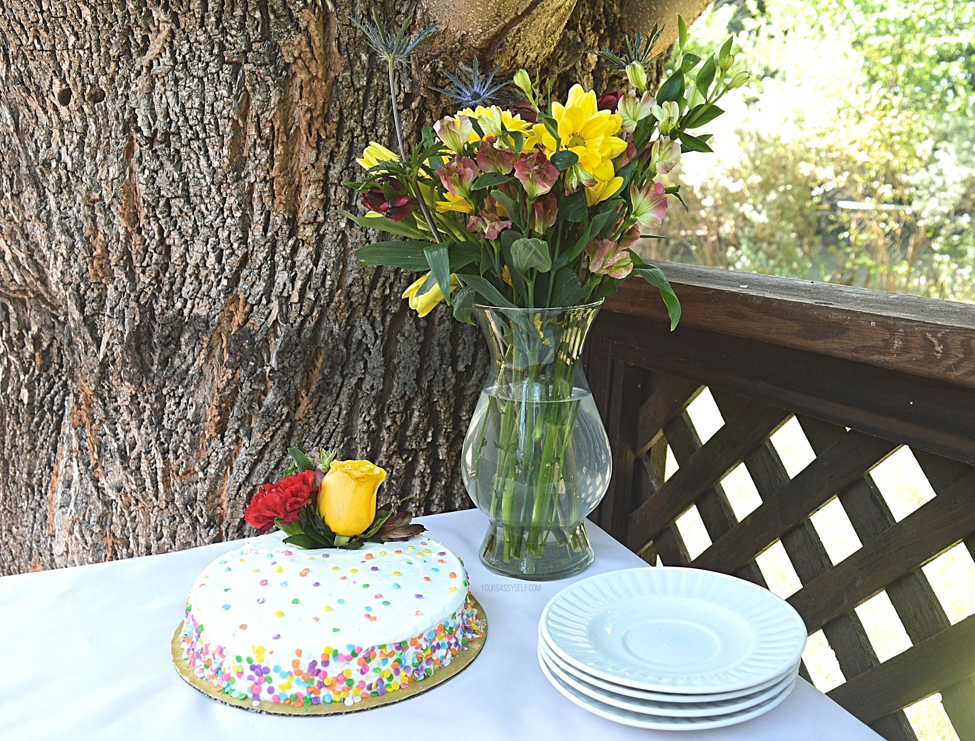 Lone Star Living Bouquet and flower cake at outdoor BBQ - yoursassyself.com