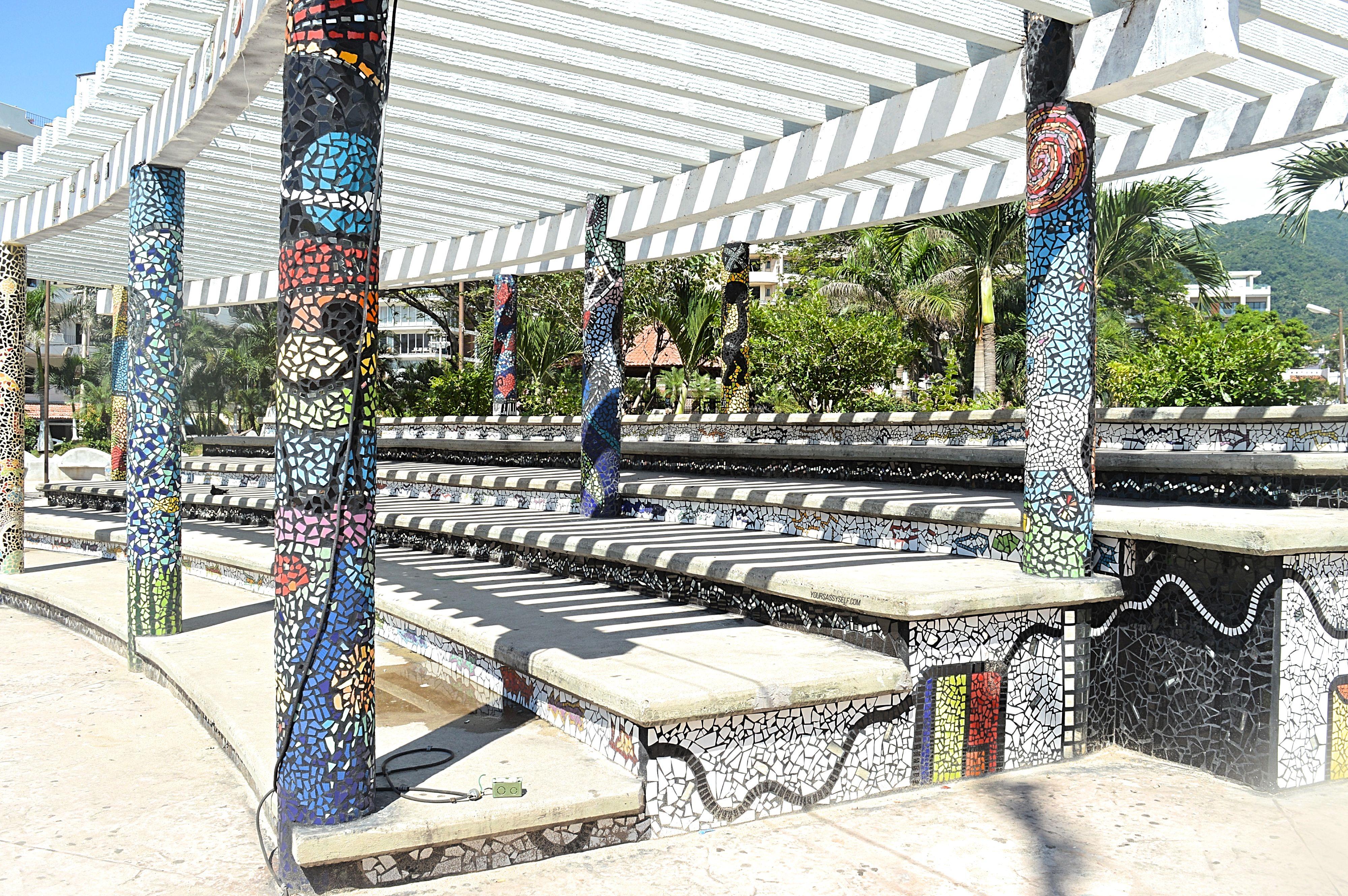 El Parque de Los Azulejos - Puerto Vallarta - yoursassyself.com