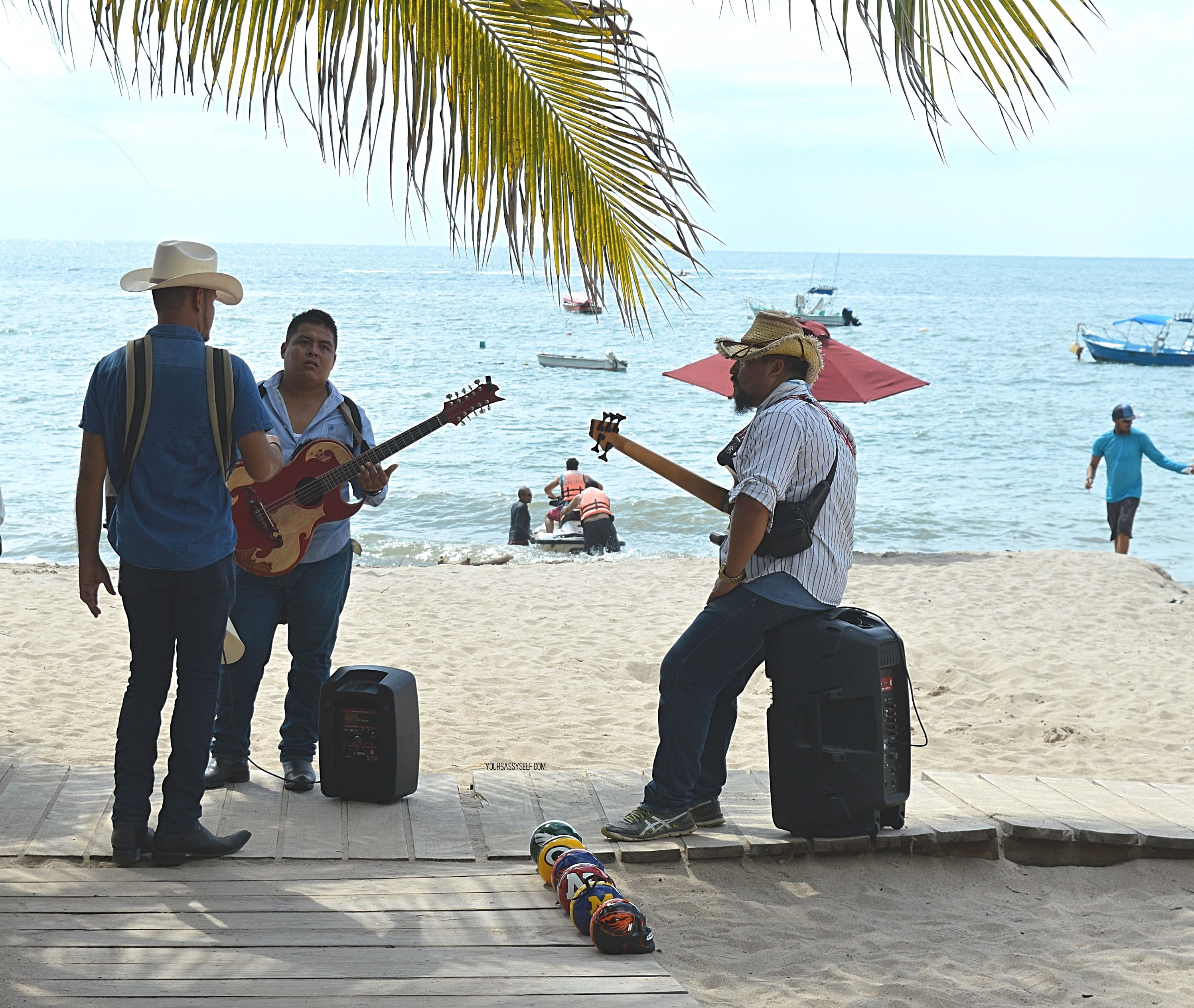 Musicians on Playa los Muertos Puerto Vallarta - yoursassyself.com