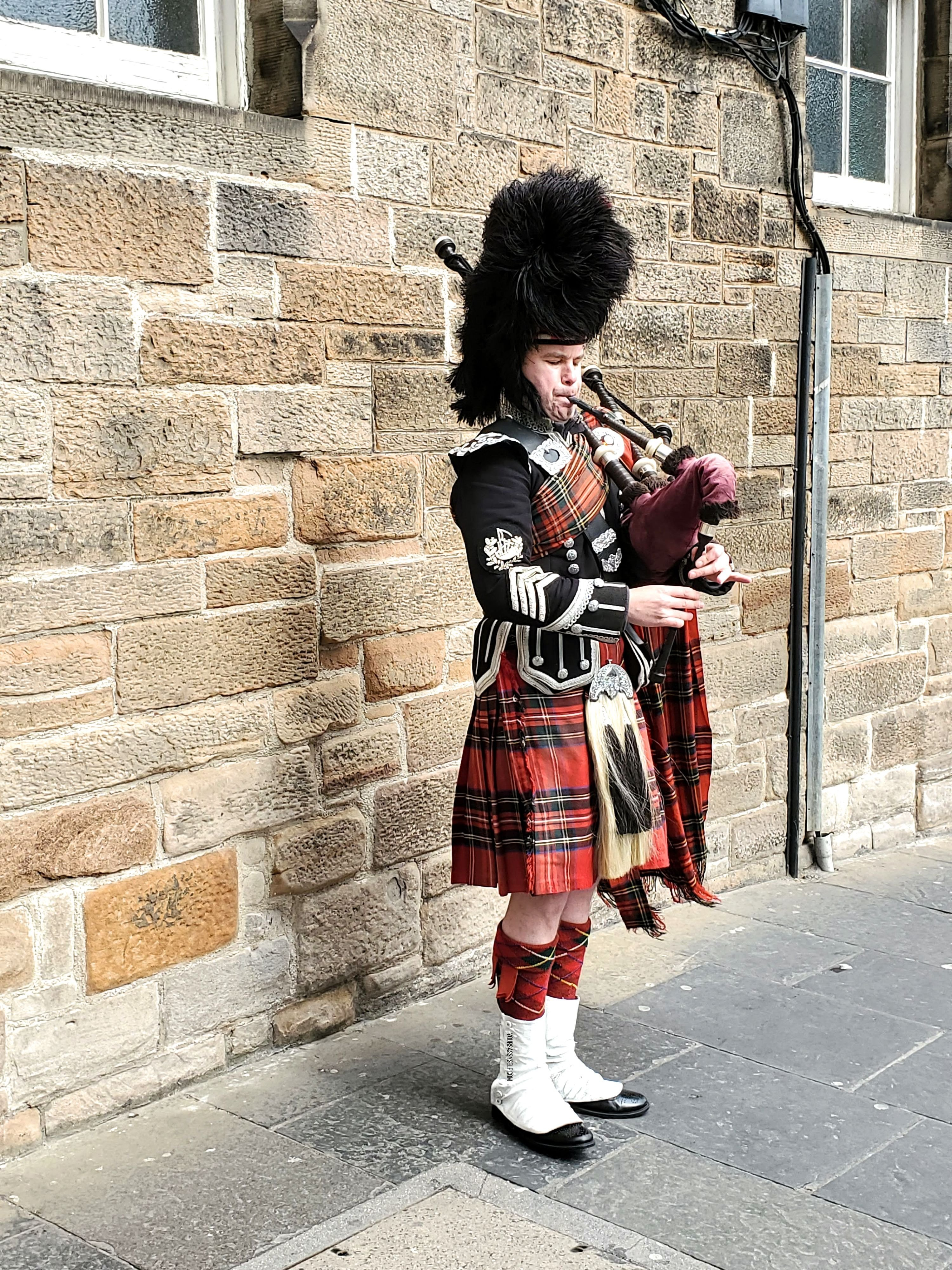 Scottish Bagpipe player - yoursassyself.com