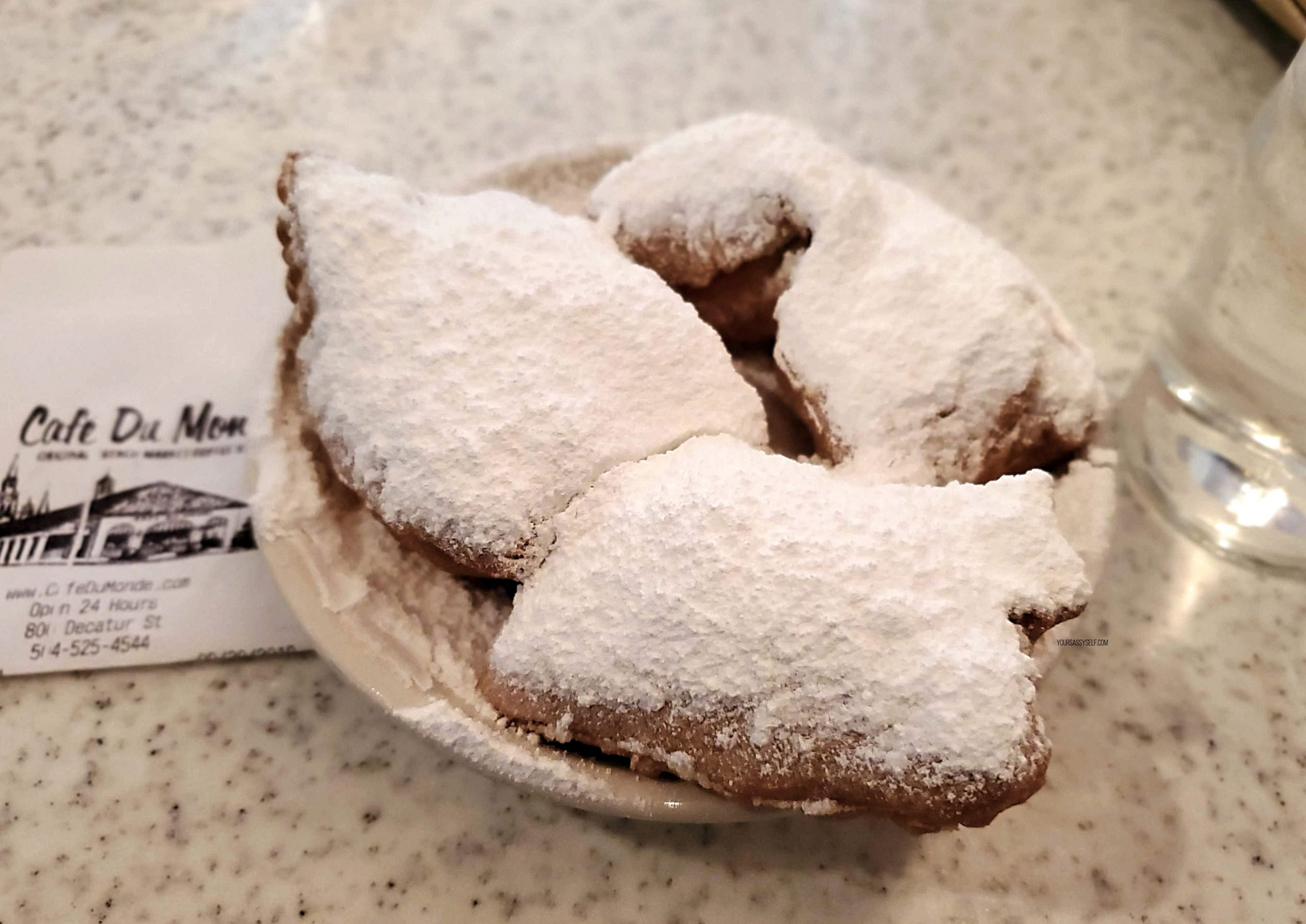 Café du Monde beignets - yoursassyself.com