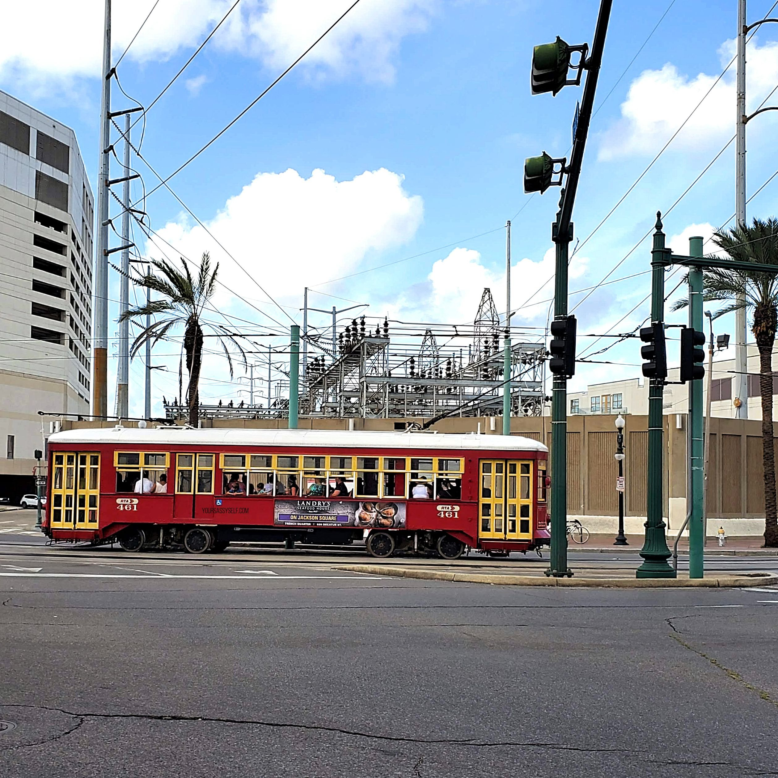 New Orleans streetcar - yoursassyself.com