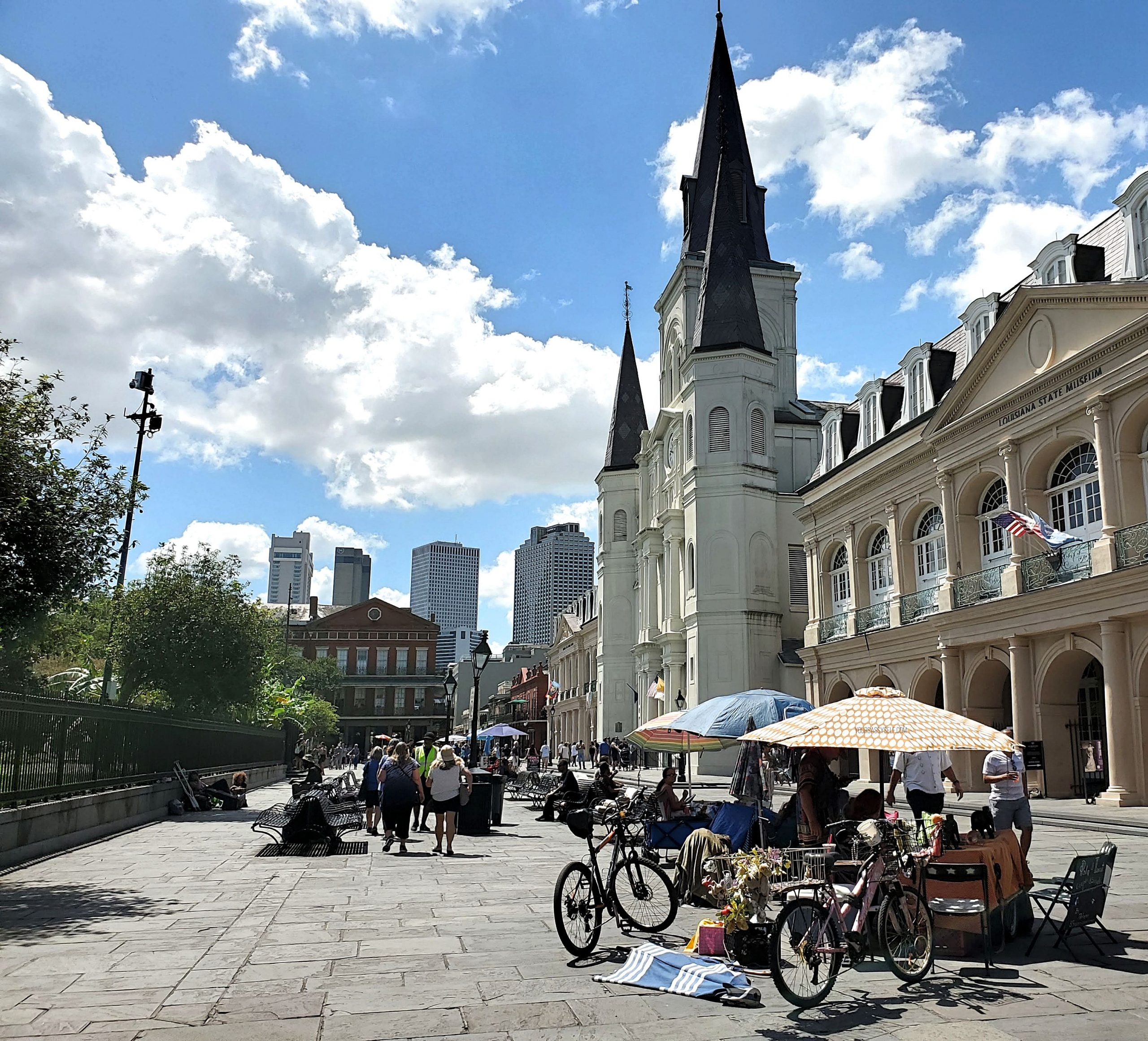 Vendors in front of St Louis Cathedral - yoursassyself.com